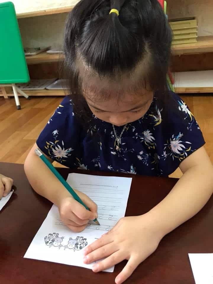 cách cầm bút bằng tay trái