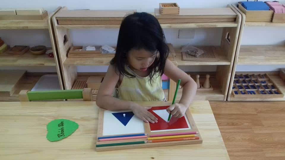 nguyên nhân trẻ thuận tay trái